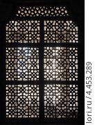 Старинное окно с каменным орнаментом, Индия (2012 год). Стоковое фото, фотограф Михаил Коханчиков / Фотобанк Лори
