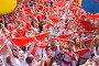 Большая толпа людей на городской площади с красными платками в руках, открытие фестиваля Сан-Фермин. Памплона, Наварра, Испания 6 июля 2012 года, фото № 4454493, снято 6 июля 2012 г. (c) Михаил Мандрыгин / Фотобанк Лори