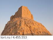 Купить «Средневековая мусульманская крепость Ибн Маан - Qala'at Ibn Maan (Ibn Maan castle, Fakhr al-Din al-Maani Castle) на закате, Пальмира, Сирия», фото № 4455553, снято 1 июля 2008 г. (c) Некрасов Андрей / Фотобанк Лори