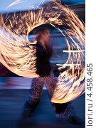 Купить «Мужчина выступает на фаер-шоу», фото № 4458465, снято 16 марта 2013 г. (c) Victoria Demidova / Фотобанк Лори