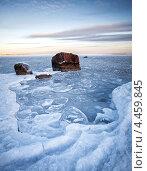 Купить «Зимний пейзаж, замёрзшее Балтийское море с льдом и камнями», фото № 4459845, снято 11 марта 2013 г. (c) EugeneSergeev / Фотобанк Лори