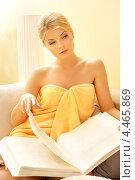 Купить «Красивая женщина сидит в салоне красоты и листает книгу», фото № 4465869, снято 9 июня 2012 г. (c) Syda Productions / Фотобанк Лори