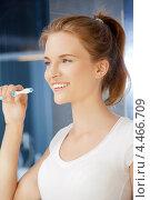 Купить «Красивая юная девушка чистит зубы в ванной комнате», фото № 4466709, снято 3 июля 2012 г. (c) Syda Productions / Фотобанк Лори