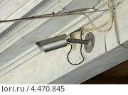 Купить «Уличная камера видеонаблюдения на деревянном доме», эксклюзивное фото № 4470845, снято 28 марта 2013 г. (c) Елена Коромыслова / Фотобанк Лори