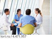 Купить «Врачи и медсестры разговаривают», фото № 4471957, снято 26 октября 2012 г. (c) Monkey Business Images / Фотобанк Лори