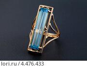 Купить «Золотое кольцо с голубым топазом», фото № 4476433, снято 4 июля 2012 г. (c) ElenArt / Фотобанк Лори
