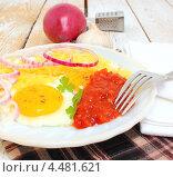 Купить «Яичница с томатным соусом с хреном и тертым сыром», эксклюзивное фото № 4481621, снято 7 апреля 2013 г. (c) Наталья Осипова / Фотобанк Лори