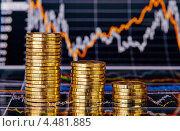 Стопки золотых монет на фоне финансовых диаграмму. Стоковое фото, фотограф Сергей Прокопенко / Фотобанк Лори