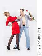 Мужчина с розой кружит в танце женщину. Стоковое фото, фотограф Daniil Nikiforov / Фотобанк Лори