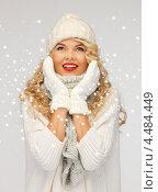 Купить «Очаровательная молодая блондинка в свитере и шарфе», фото № 4484449, снято 7 октября 2012 г. (c) Syda Productions / Фотобанк Лори
