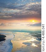 Льдины, плывущие по большой реке, вид сверху. Стоковое фото, фотограф Владимир Мельников / Фотобанк Лори