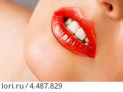 Девушка с ярко-красными губами. Стоковое фото, фотограф katalinks / Фотобанк Лори