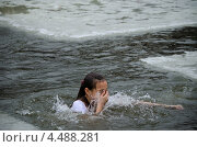 Купить «Религиозный христианский праздник Крещение Господне. Купание в купели», фото № 4488281, снято 19 января 2013 г. (c) Несинов Олег / Фотобанк Лори