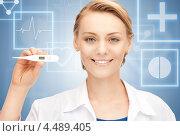 Купить «Привлекательная блондинка в образе врача на фоне цифрового экрана», фото № 4489405, снято 17 апреля 2011 г. (c) Syda Productions / Фотобанк Лори