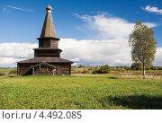 Старинная русская деревянная церковь, музей Витославицы, Великий Новгород (2012 год). Редакционное фото, фотограф Георгий Курятов / Фотобанк Лори