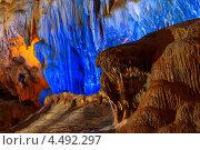 Пещера Дау Го, залив Халонг, Северный Вьетнам. Стоковое фото, фотограф Nikolay Grachev / Фотобанк Лори