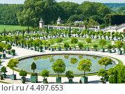 Сады Версальского дворца. Маленький пруд возле дворца. Франция (2012 год). Редакционное фото, фотограф юлия заблоцкая / Фотобанк Лори