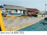 Плавучая деревня (2013 год). Редакционное фото, фотограф Иванова Татьяна / Фотобанк Лори