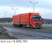 Купить «Грузовая машина-фура идет по МКАДу, Москва», эксклюзивное фото № 4499781, снято 18 марта 2013 г. (c) lana1501 / Фотобанк Лори