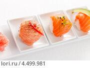 Вкусные суши на белых тарелках. Стоковое фото, фотограф Максим Шебеко / Фотобанк Лори