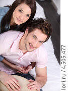 Купить «Влюбленная пара играет вместе на барабане», фото № 4505477, снято 29 марта 2010 г. (c) Phovoir Images / Фотобанк Лори