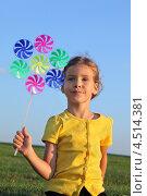 Купить «Счастливая маленькая девочка с игрушкой сидит на зеленой траве на фоне синего неба», фото № 4514381, снято 25 августа 2011 г. (c) Losevsky Pavel / Фотобанк Лори
