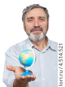 Купить «Пожилой мужчина держит на ладони маленький глобус», фото № 4514521, снято 17 ноября 2011 г. (c) Losevsky Pavel / Фотобанк Лори