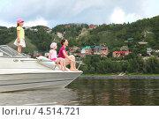 Купить «Женщина и двое детей сидят на катере и смотрят в даль», фото № 4514721, снято 10 июля 2011 г. (c) Losevsky Pavel / Фотобанк Лори