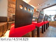 Купить «Ресторан суши с красными стульями», фото № 4514829, снято 26 мая 2011 г. (c) Losevsky Pavel / Фотобанк Лори