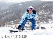 Купить «Сноубордист на фоне посёлка в горах», фото № 4515229, снято 14 февраля 2012 г. (c) Losevsky Pavel / Фотобанк Лори