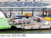 Купить «Погрузка автомобилей на паром в Хельсинки», фото № 4515745, снято 20 июля 2011 г. (c) Losevsky Pavel / Фотобанк Лори