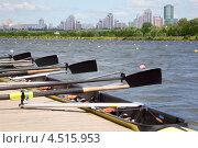 Купить «Длинная спортивная лодка с веслами стоит на деревянном причале», фото № 4515953, снято 5 июня 2011 г. (c) Losevsky Pavel / Фотобанк Лори