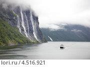 Купить «Паром на фоне водопада Семь сестер. Гейрангер фьорд, Норвегия», фото № 4516921, снято 26 июля 2011 г. (c) Losevsky Pavel / Фотобанк Лори