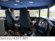 Купить «Капитан в рубке прогулочного судна вблизи побережья в Бергене, Норвегия», фото № 4517301, снято 28 июля 2011 г. (c) Losevsky Pavel / Фотобанк Лори