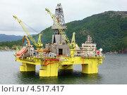 Купить «Морская нефтяная буровая платформа вблизи берега Ставангер, Норвегия», фото № 4517417, снято 28 июля 2011 г. (c) Losevsky Pavel / Фотобанк Лори