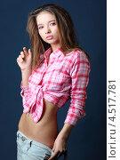 Купить «Стройная шатенка в рубашке и с обнаженным животом», фото № 4517781, снято 12 ноября 2011 г. (c) Losevsky Pavel / Фотобанк Лори