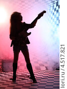 Купить «Силуэт девушки с электрогитарой в студии», фото № 4517821, снято 10 декабря 2011 г. (c) Losevsky Pavel / Фотобанк Лори