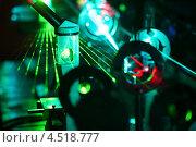Движение микрочастиц в лучах лазера в лаборатории. Стоковое фото, фотограф Losevsky Pavel / Фотобанк Лори