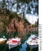 Купить «Айос-Николаос. Рыбацкие лодки», эксклюзивное фото № 4519317, снято 6 мая 2012 г. (c) Алина Голышева / Фотобанк Лори