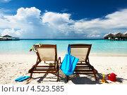 Купить «Два шезлонга на тропическом пляже, Мальдивы», фото № 4523585, снято 11 декабря 2012 г. (c) Николай Охитин / Фотобанк Лори