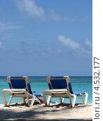 Купить «Лежаки на пляже», эксклюзивное фото № 4532177, снято 8 апреля 2012 г. (c) Юрий Морозов / Фотобанк Лори