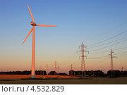 Купить «Пилоны и ветряные турбины на закате», фото № 4532829, снято 9 августа 2011 г. (c) Бандуренко Андрей / Фотобанк Лори