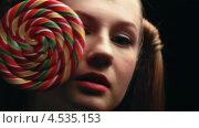 Купить «Девушка с леденцами», видеоролик № 4535153, снято 25 января 2013 г. (c) Коваль Василий / Фотобанк Лори