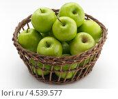 """Купить «Корзина с зелеными яблоками """"Гренни Смит""""», фото № 4539577, снято 21 июля 2019 г. (c) Food And Drink Photos / Фотобанк Лори"""