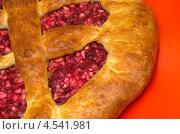 Домашний открытый пирог с бруснично-яблочной начинкой. Стоковое фото, фотограф Елена Коромыслова / Фотобанк Лори
