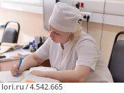 Купить «Медсестра в поликлинике во время пресс-тура, посвященного модернизации здравоохранения», фото № 4542665, снято 10 апреля 2013 г. (c) Stockphoto / Фотобанк Лори