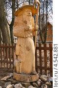 """Купить «Скульптура из дерева в архитектурно-этнографическом музее """"Костромская слобода""""», эксклюзивное фото № 4542881, снято 25 апреля 2010 г. (c) Dmitry29 / Фотобанк Лори"""