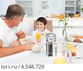 Купить «Отец с сыном завтракают на кухне», фото № 4548729, снято 28 октября 2010 г. (c) Wavebreak Media / Фотобанк Лори