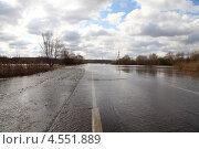 Затопленная дорога. Весенний разлив реки (2013 год). Стоковое фото, фотограф Елена Блохина / Фотобанк Лори