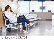 Купить «Девушка спит на кресле в зале ожидания аэропорта», фото № 4553701, снято 8 апреля 2013 г. (c) Кекяляйнен Андрей / Фотобанк Лори